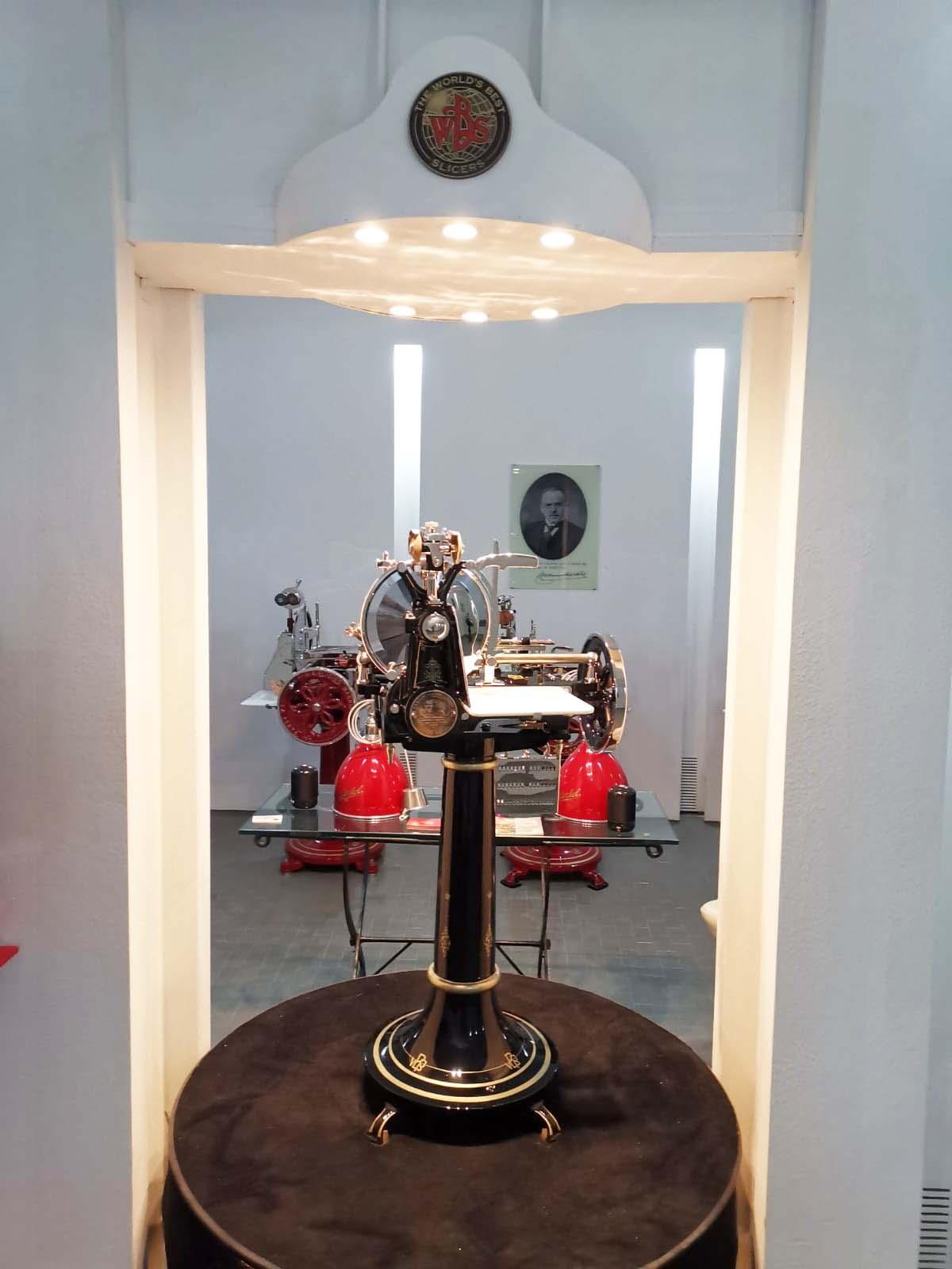 TYE Show Room Aufschnittmaschinen und Waageni Berkel