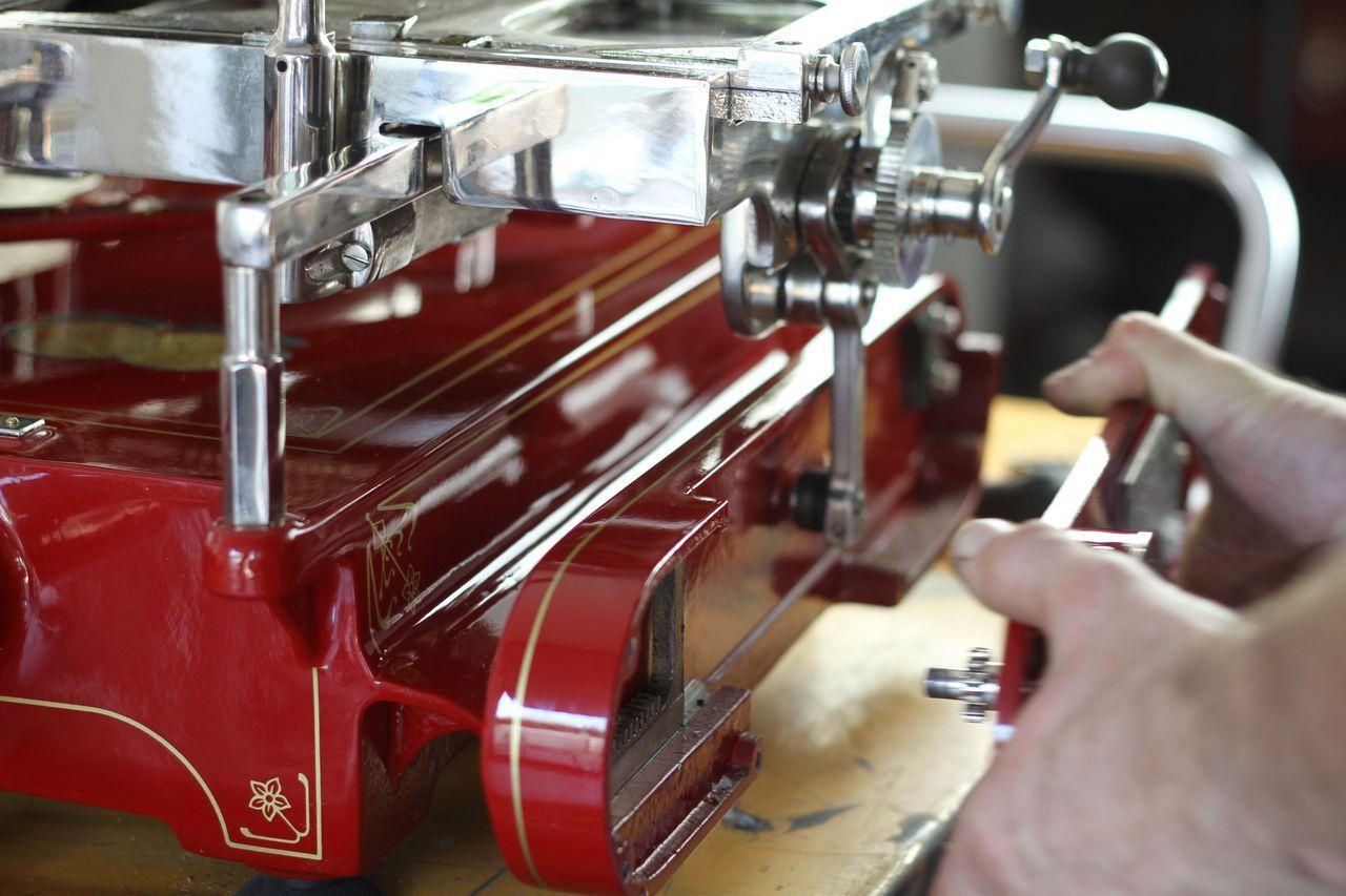 restauro30 Lavoro nei dettagli  Affettatrici Berkel